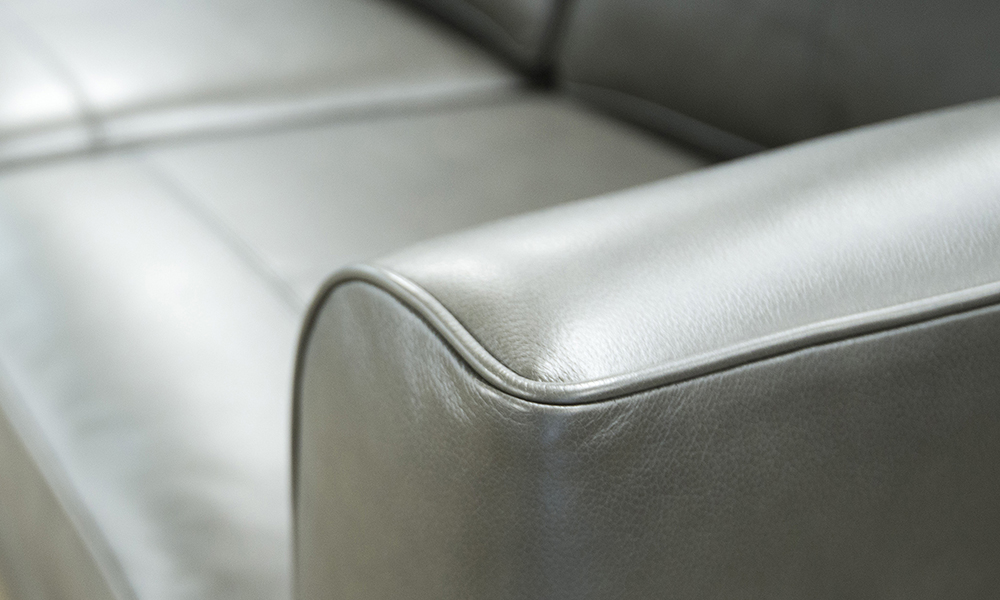Leather Nolan 4 seater chaise end sofa in Chelsea Moonstone